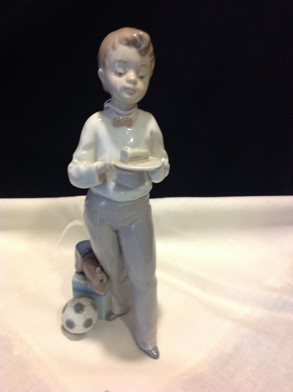 LLADRO 5877 QUEST OF HONOR, RETIRED - $117.81