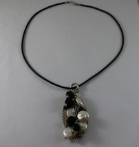 .925 SILVER RHODIUM NECKLACE WITH LEAF HAMMERED PENDANT WITH ONYX AND PEARLS image 2