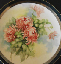 ART PLATE SIGNED BY ARTIEST LEE LYNESS SPANISH GREEN WITH PLATINUM TRIM  - $57.42
