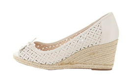 Liz Claiborne NY Perforated Wedges Bow Cream 9M NEW A254367 - $50.47