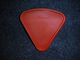 Tupperware 1800 Red Seal Replacement Lid For Sprinkles and Spice Wedge - $4.99