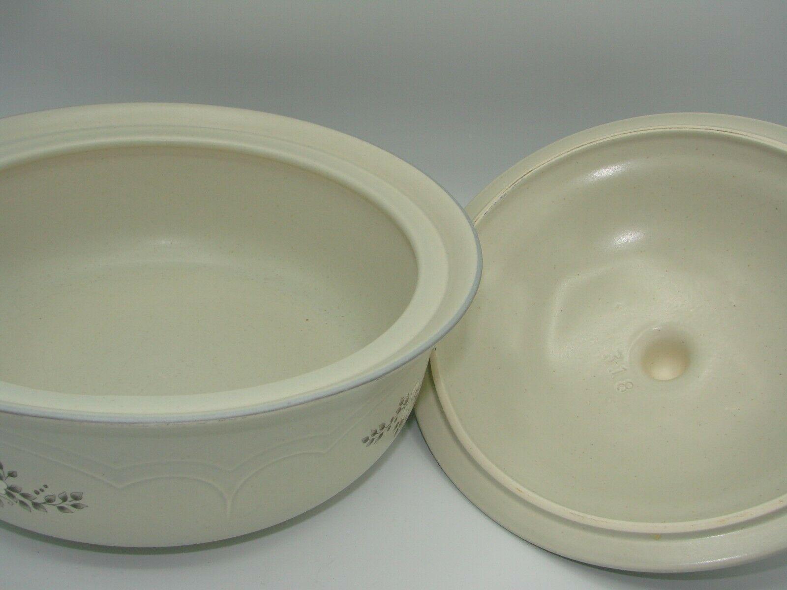 Pristine Pfaltzgraff Heirloom Covered Casserole Dish 8.75 2 Quart White Flowers image 4