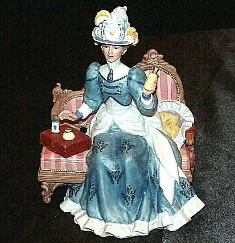 Miss Albee Award Figurine with Box Avon AA20-2155 Vintage