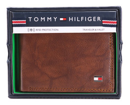 Tommy Hilfiger Men's Extra Capacity RFID Leather Traveler Wallet Tan 31TL240006