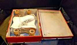 5 1/2 Women's Roller Skates with red and white case AA19-1592 Vintage image 6