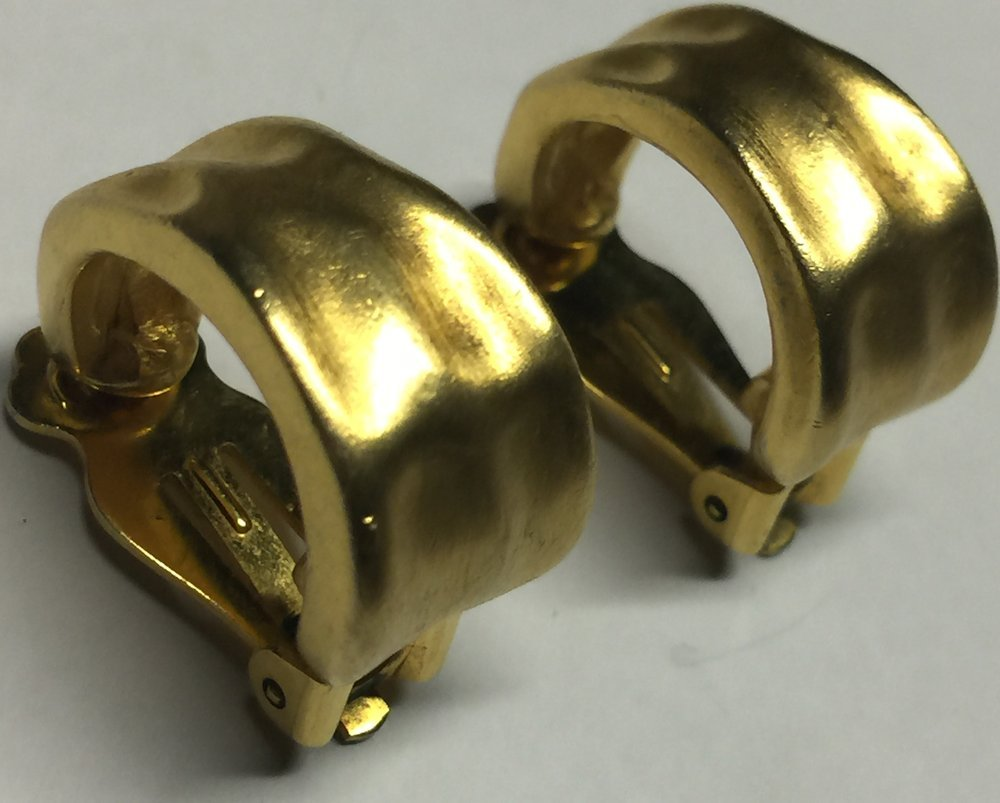 VTG 60s/70s Brushed Gold Tone Hammered Look Huggie Style Hoops Clip On Earrings