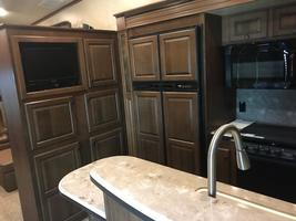 2014 Jayco Pinnacle 36' 5th wheel camper For Sale in Mitchell, South Dakota  image 3