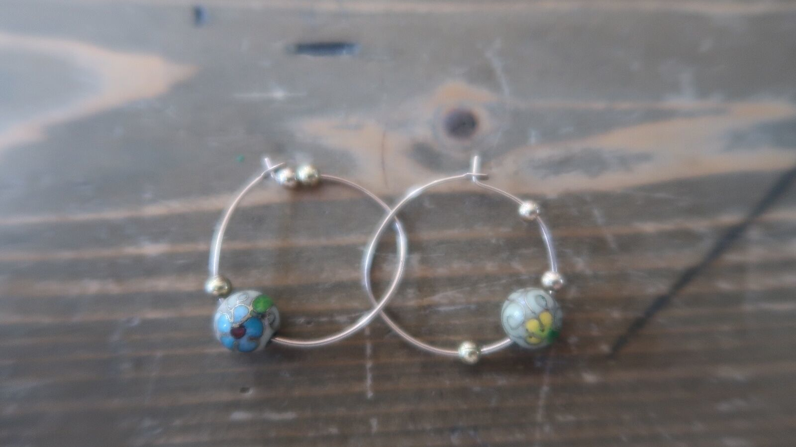 2.5 cm Cloissone Enamel Flower Bead Hoop Earrings - $5.93
