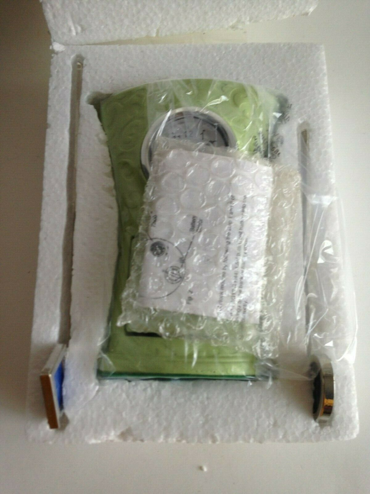 "AVON DECORATIVE ACCENT CLOCK HARLOGE GREEN 4"" x 5 3/8"", 2 Stick Picture Frames"