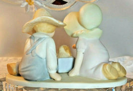 """HOME INTERIOR HOMCO CIRCLE OF FRIENDS MASTERPIECE """"PERFECT GIFT """"  FIGURINE 1991 image 3"""