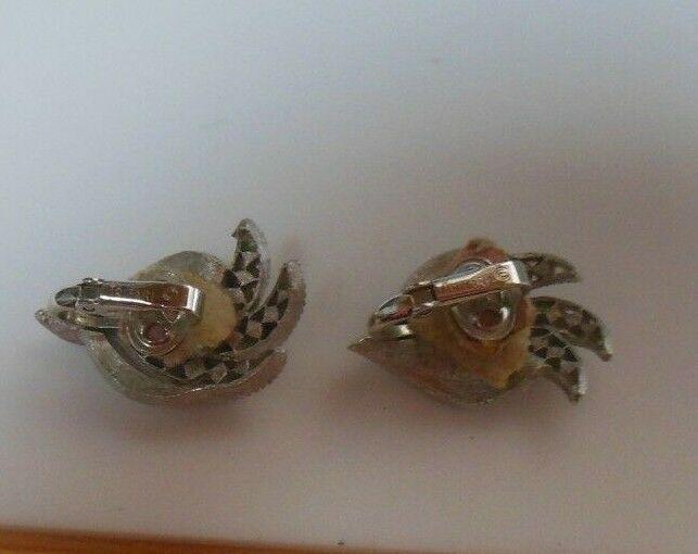 Vintage Crown Trifari Brushed Silver-tone Rhinestone Leaf Earrings