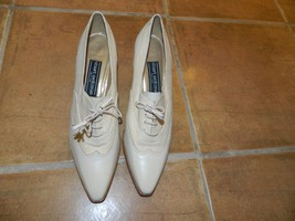 Ladies Size 9AA / 9B Stuart Weitzman Sexy Ivory Oxford Style Heel Lace S... - $79.19