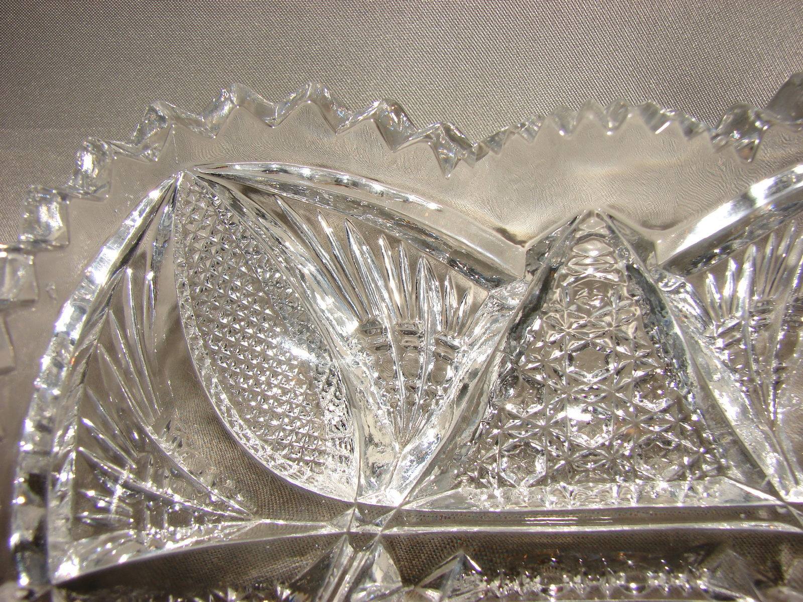 Vintage Alig Imperial Pressed Glass Nucut Sawtooth Pickle Candy Nut Bowl Dish Na