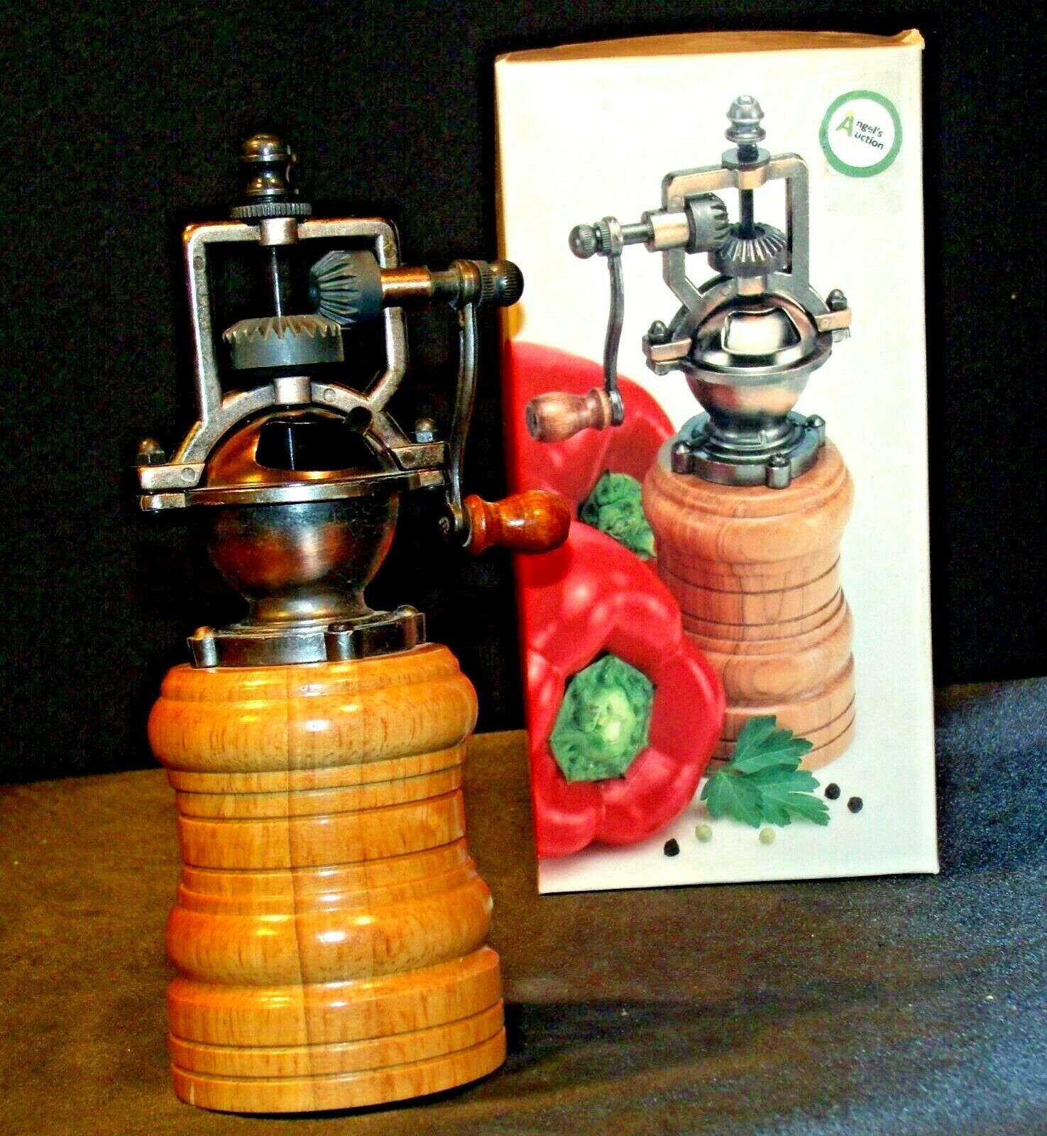 Replica Olde Thompson Pepper Grinder with Box AA-191971 Collectible 3044-36-0