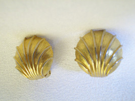 Beach SEA SHELLS Gold Plated Clip Earring Brushed n Shiny Vintage Nautic... - $12.86