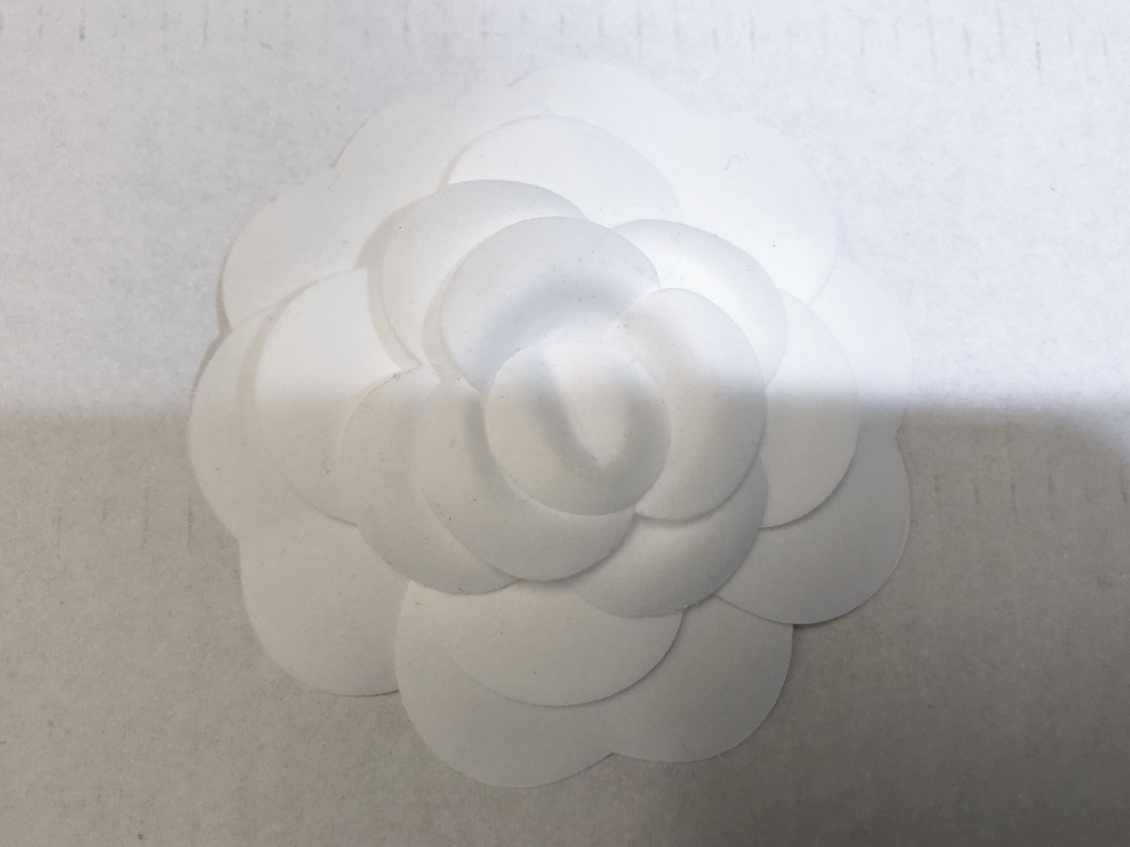 100% AUTHENTIC BRAND NEW CHANEL 2018/2019 White Camellia Flower Box Of 20