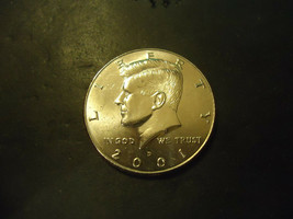 2001-D <<<  KENNEDY HALF DOLLAR COIN - $2.97
