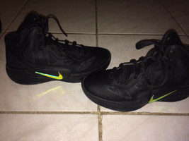 2011 Nike Hyperfuse 2011 Black/Metallic Luster Youth Shoes! Size 4Y  - $34.65