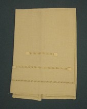 """LINEN NAPKIN SUNNY YELLOW EMBROIDERED SQUARES OPEN WORK 15 ¼"""" x 11 ½"""" Vi... - $9.49"""