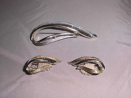 VTG SARAH COVentry Silver Tone Abstract Tear Drop Clip Earring & Brooch Pin Set - $12.38