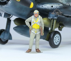 US Navy Pilot WW2 1:48 Pro Built Model #4 - $17.33
