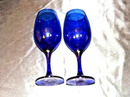 Cobalt Bell Shaped Wine Glass Pair with Trumpet Vase AA19-1461 Vintage image 3