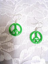NEW  HAND ENAMEL GRASS GREEN COLOR PEACE SIGN PAIR OF DANGLE EARRINGS JE... - $5.99