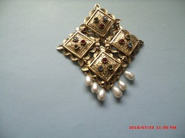 Vintage 1960'S Sarah Coventry Temple Lights With Pearls And Rhinestones Brooch - $24.00