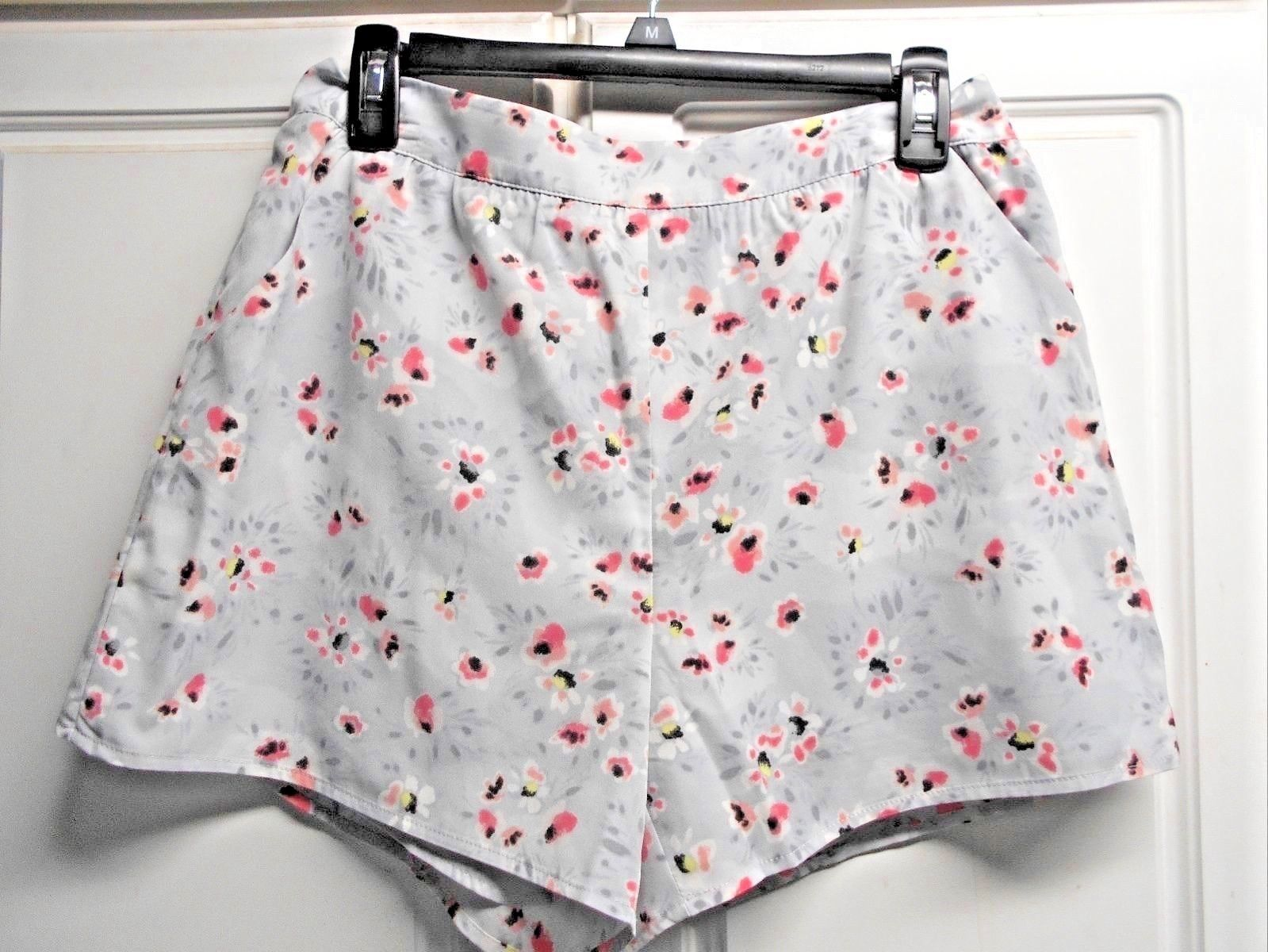 Primary image for New LC Lauren Conrad Sz M Floral Gray Shorts Retails $50