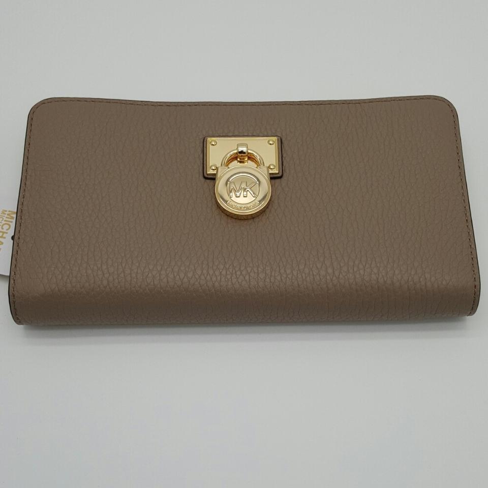6566b4227b4c3 S l1600. S l1600. Previous. Michael Kors Hamilton Traveler Large Zip Around  Leather Wallet NWT · Michael ...