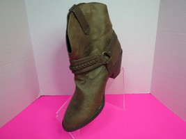 "Soda Womens West H Style Brown Ankle Boots Buckle Trim 2"" Heel Size 10 Slip On - $29.95"
