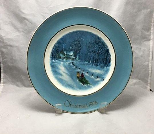Enoch Wedgwood Christmas 1976 Bringing Home The Tree decorative Avon plate