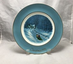 Enoch Wedgwood Christmas 1976 Bringing Home The Tree decorative Avon plate - $3.95