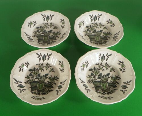 Primary image for Wedgwood GREEN LEAF Berry Fruit Bowl (s) LOT OF 4 Queen's Shape Made in England