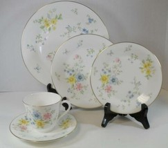 Royal Doulton Five Piece Place Setting - Elegy Pattern - $3.42