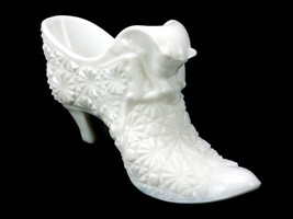 Fenton Cat Heeled Slipper, White Milk Glass, Daisy & Button Pattern, #FN... - $14.65