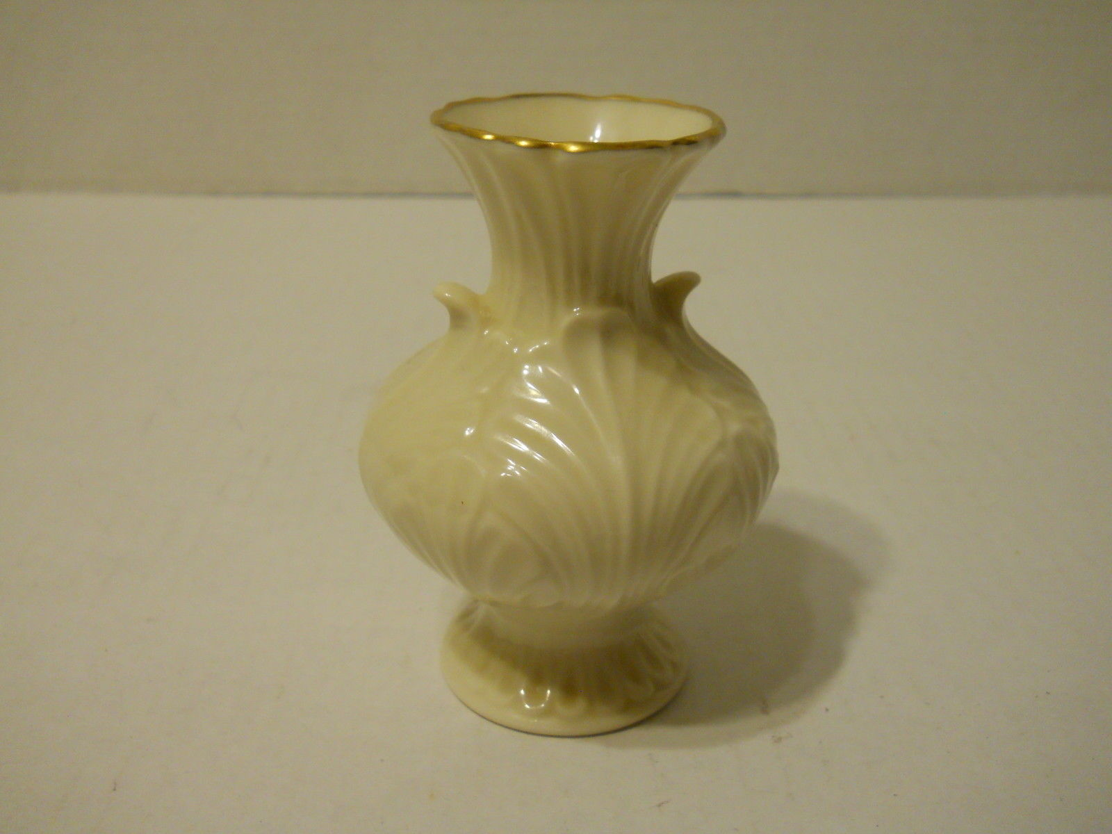 "4 3/4"" Lenox Flower Design Vase - Beautiful Condition - needs cleaning"