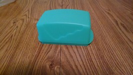 NEW Tupperware Butter Dish 1 pound  2 sticks Excellent Condition TEAL bl... - $15.78