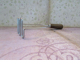 Vintage Potato Masher Bakelite Handle Kitchen Utensil Stainless Steel Ma... - $12.00