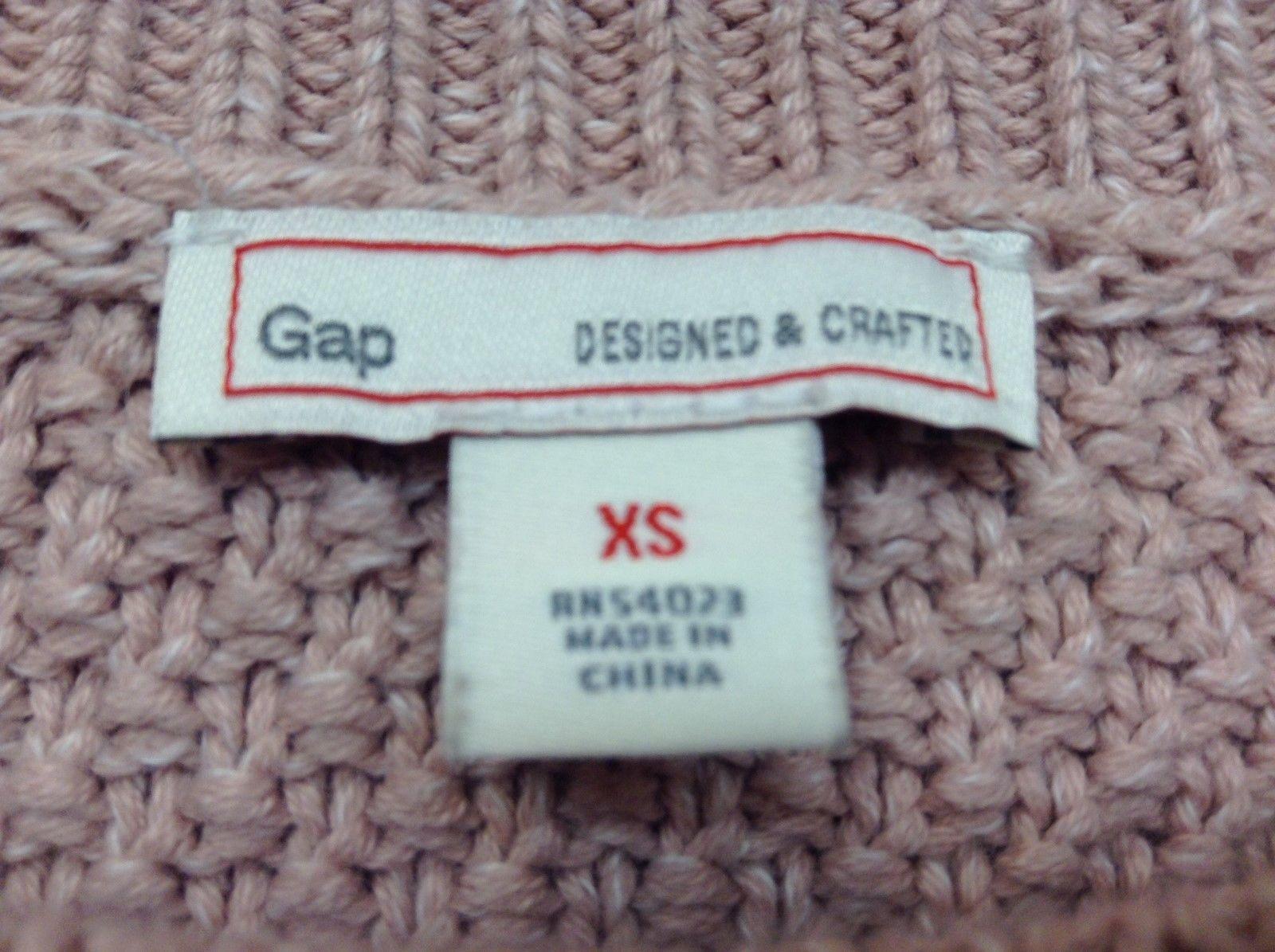 GAP Ladies Medium Weight Salmon Colored Sweater Sz XS