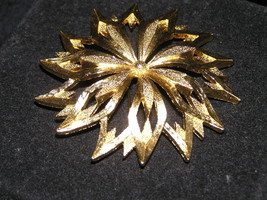 Estate MONET Signed Large Openwork Goldtone Poinsettia Flower Pin Brooch... - $15.79