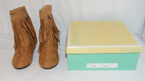 Styluxe Scream Tan Suede Girls 13 Fringe Boots With Chain Plus 3 Charms