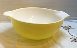 Vintage Light Yellow 443 2-1/2 Quart Pyrex Cinderella Mixing Bowl  Retro... - $12.00
