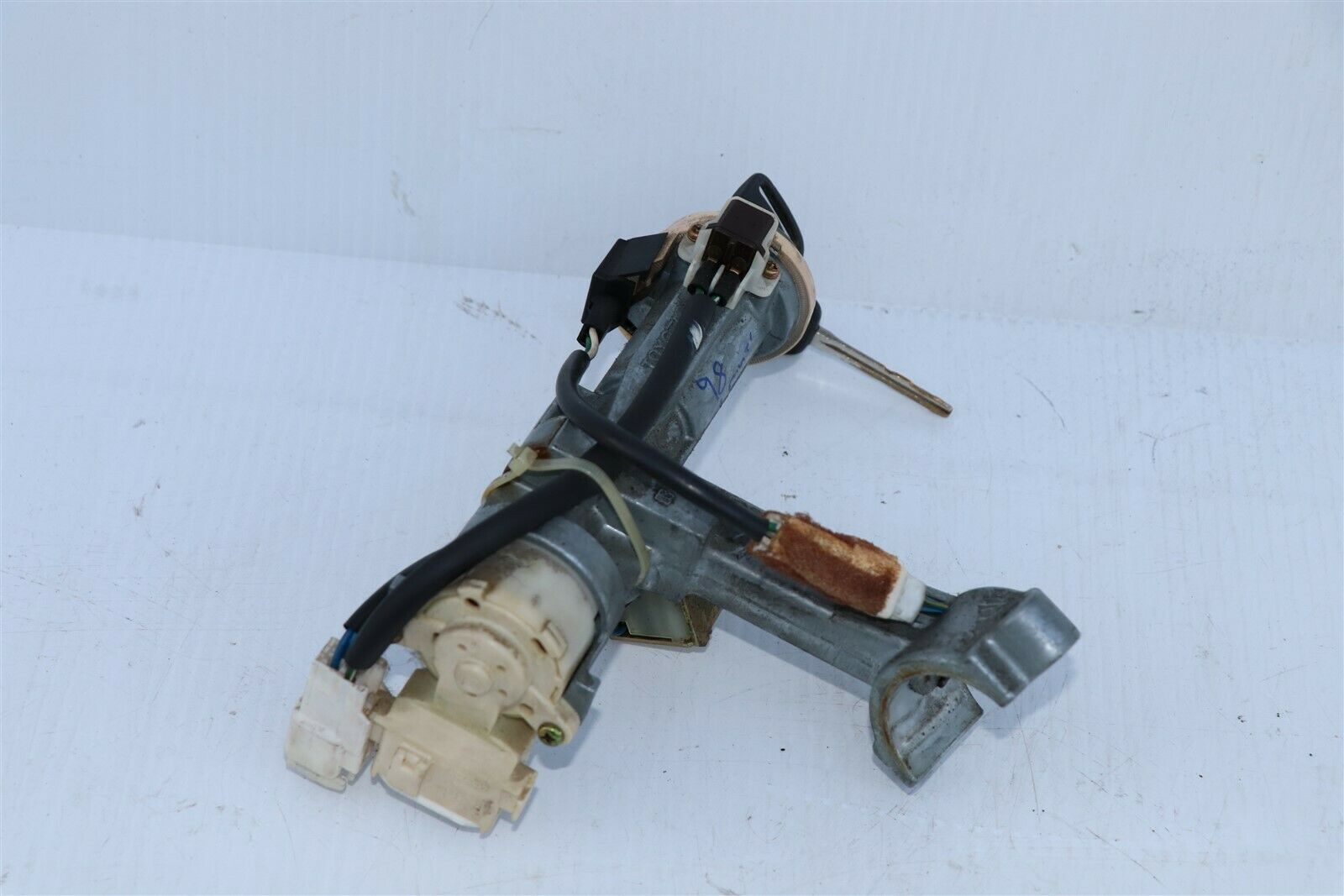 96-02 Toyota 4runner Ignition Switch Lock Cylinder & 2 keys