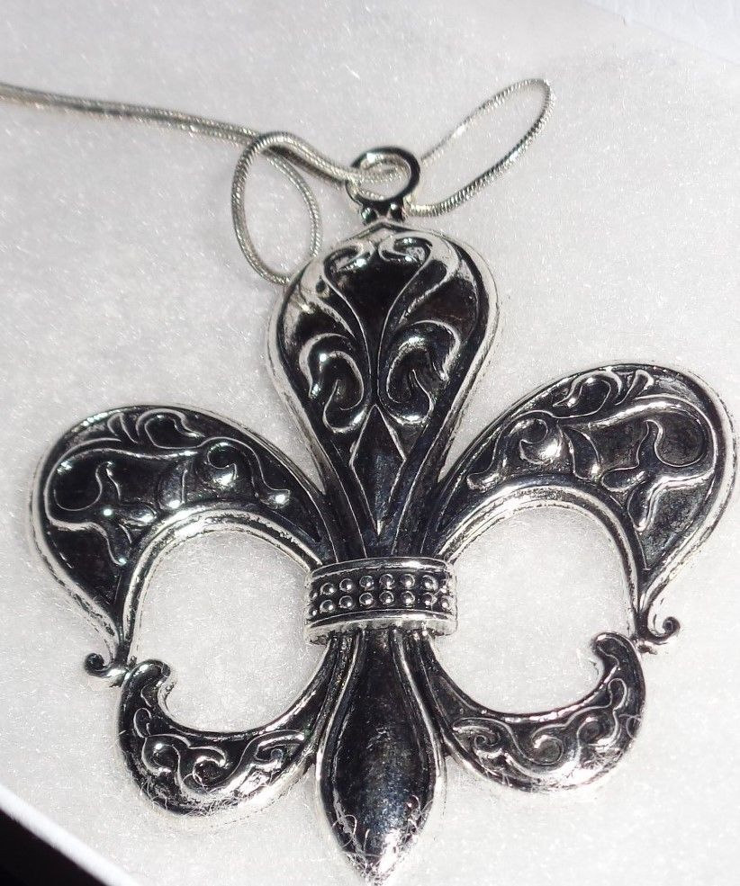 Large Silver Tone Metal Fleur De Lis Pendant Necklace NEW Saints .925 Chain