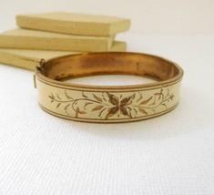 Antique Vintage Gold Tone Etched Cream Enamel Floral Bangle Bracelet X21 - $23.99