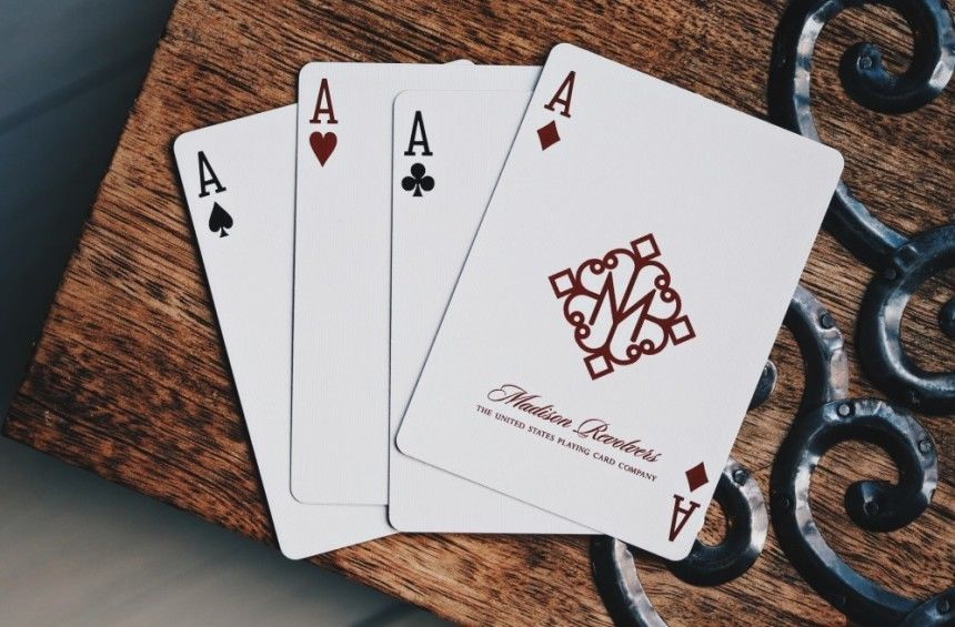 ELLUSIONIST MADISON REVOLVERS PLAYING CARDS DECK MAGIC TRICKS RARE LIMITED NEW