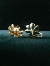Vintage 50s golden flower and center pearl screw back earrings image 2