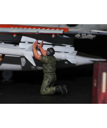 USAF Ground Crew Support in Airfield 1:48 Pro Built Model #1 - $7.43