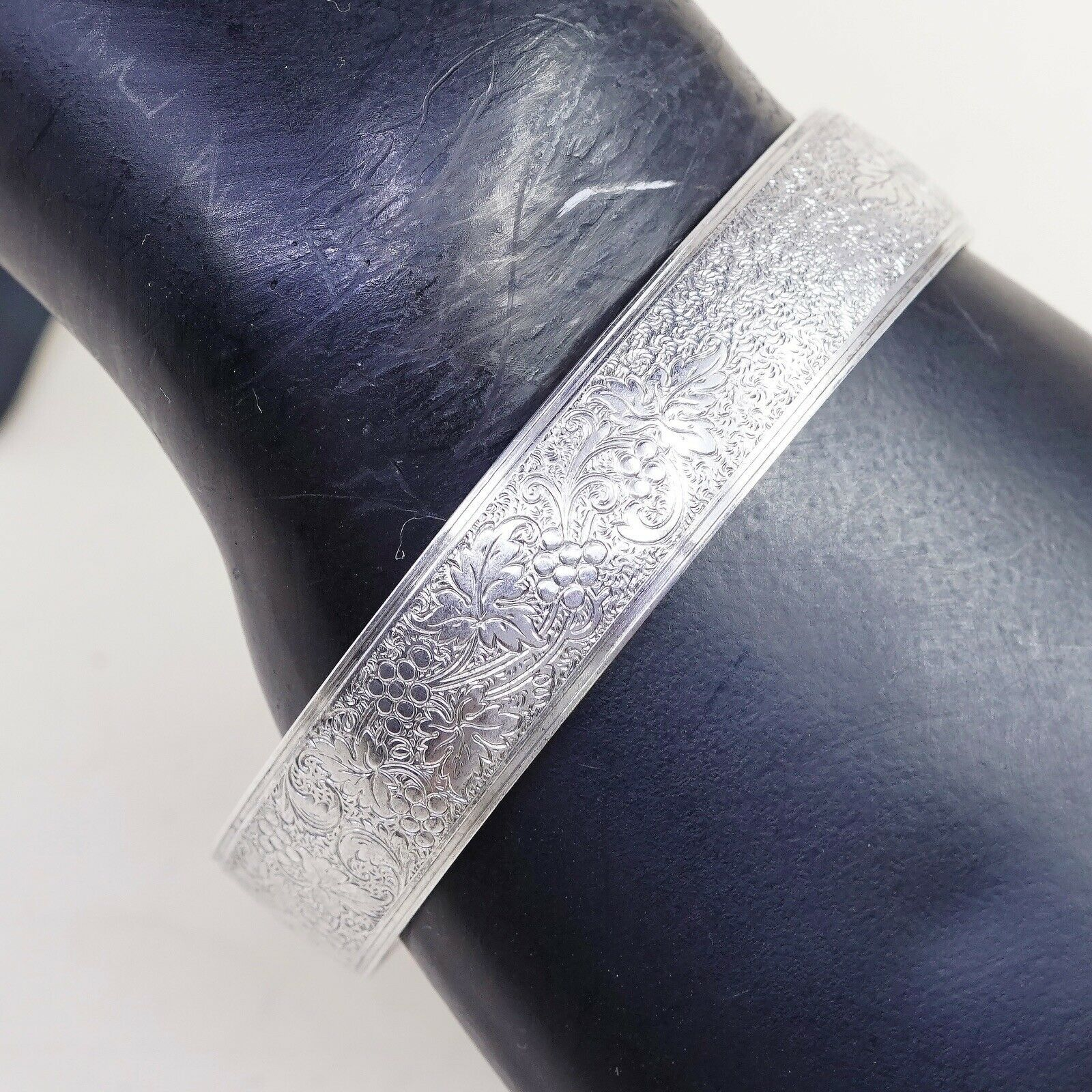 "7"", Vtg Hayward Sterling Silver Bracelet, 925 Belt bangle Embossed Grapes Vine"